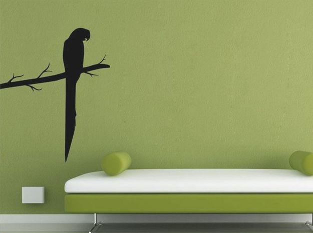 Un sticker effet ombre de perroquet pour styliser ses murs