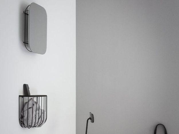 Un miroir avec rangement intégré