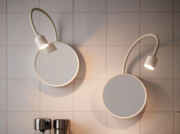 Un miroir avec luminaire intégré