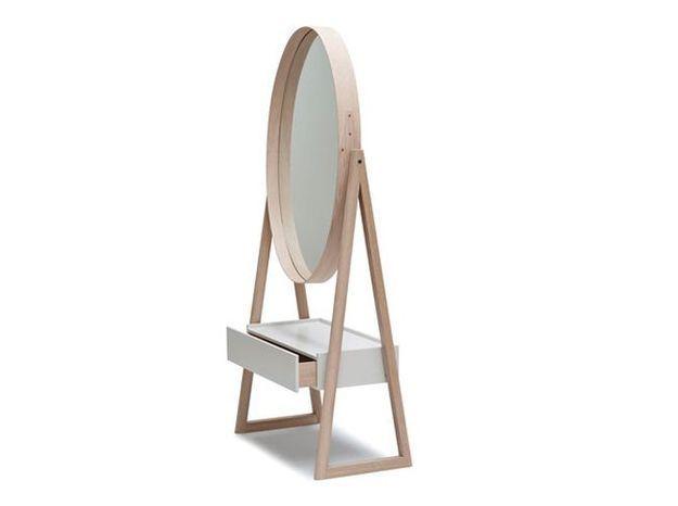 Un miroir avec tiroir