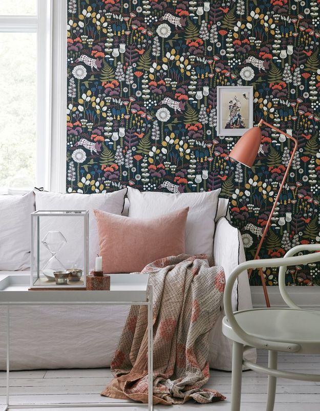 Un salon coloré noir, blanc et terracotta