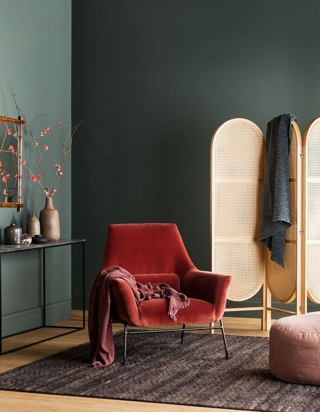 Un salon coloré vert et rouge