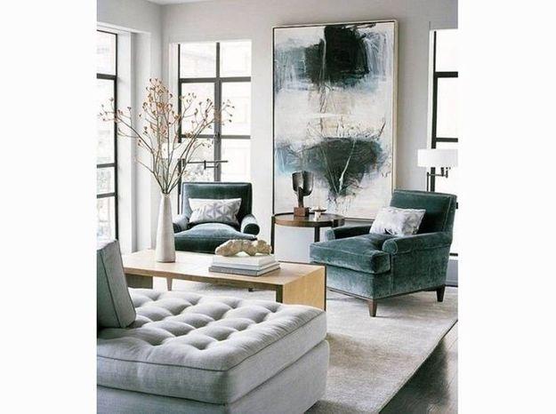 Un salon élégant blanc et bleu