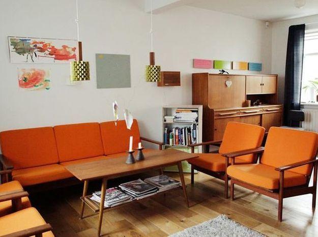 Un salon vintage orange