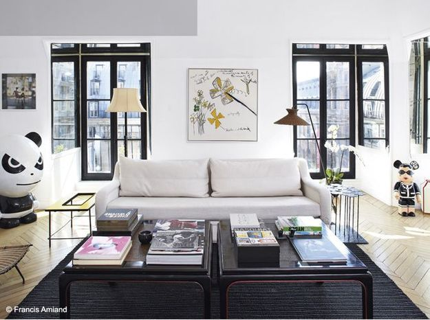 Un salon noir et blanc dans l'air du temps