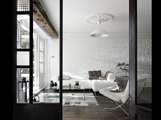 Un salon noir et blanc élégant