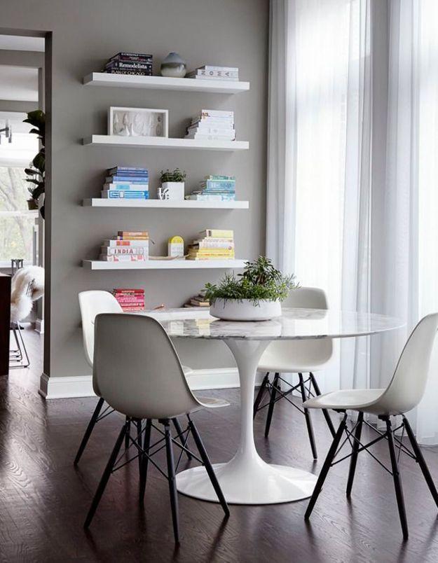 La table Tulipe dans une salle à manger grise