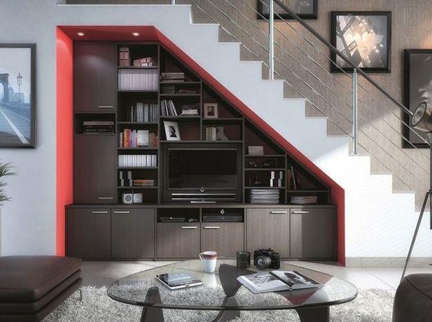 L'espace télé sous l'escalier