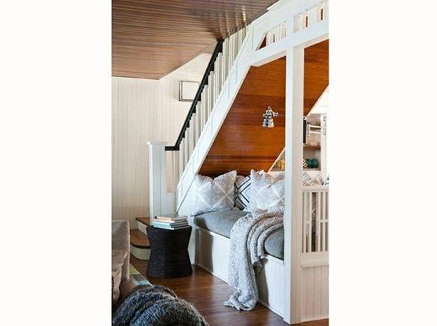 Un coin repos sous l'escalier