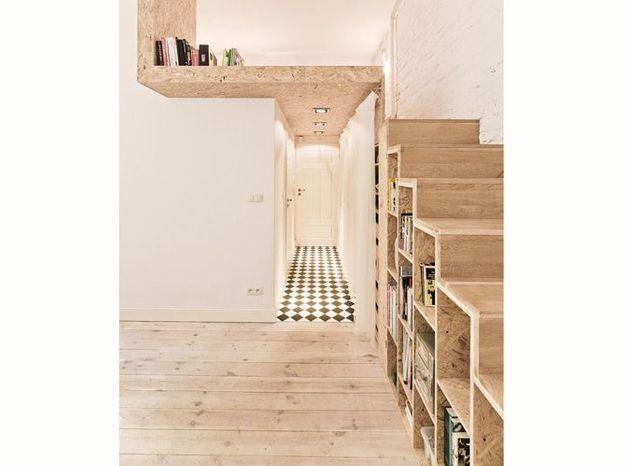 Une bibliothèque sur-mesure en tant qu'escalier