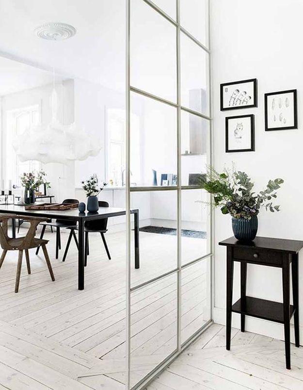 Une verrière intérieure qui marque le passage d'une pièce à une autre