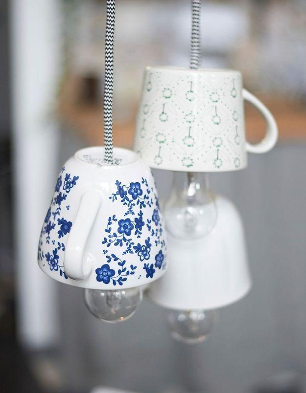 Des tasses Ikea détournées en suspensions