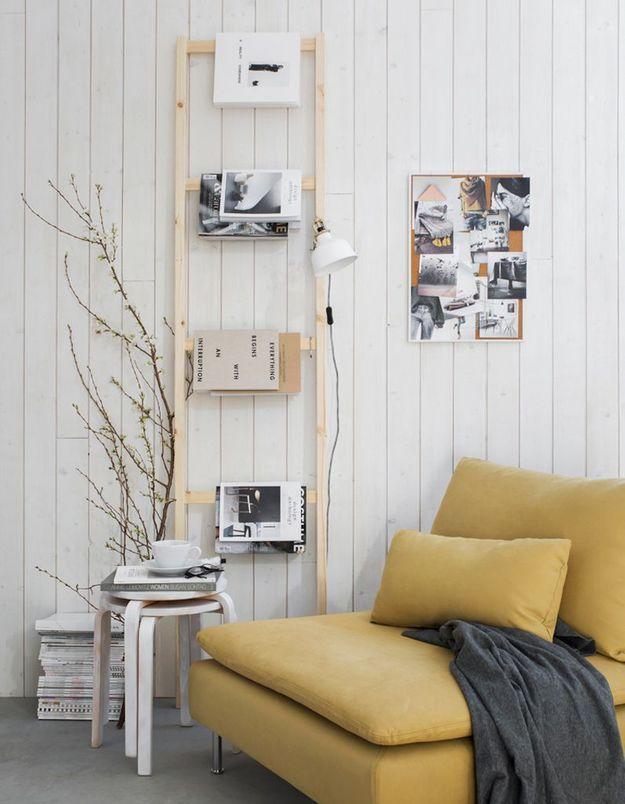 Une structure d'étagère Ikea détournée en porte-livres façon échelle