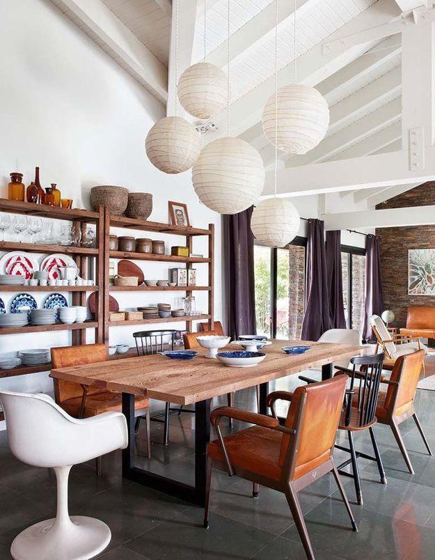 Des boules japonaises au-dessus de la table à manger ou...
