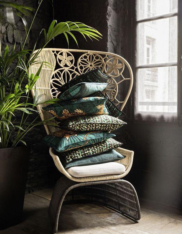 Une accumulation de coussins pour une décoration cosy