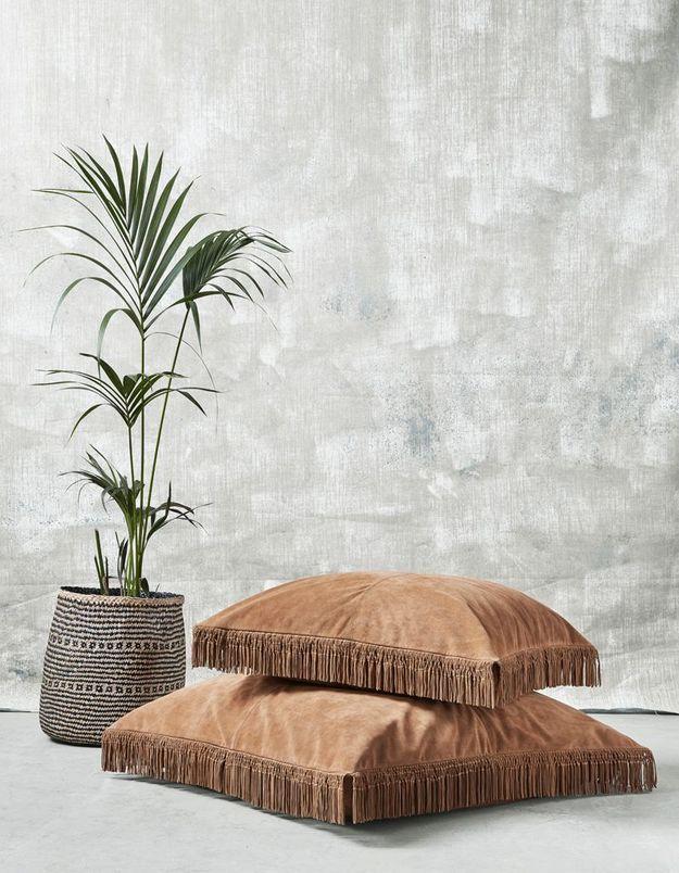 Une plante exotique dans un joli panier pour une décoration cosy