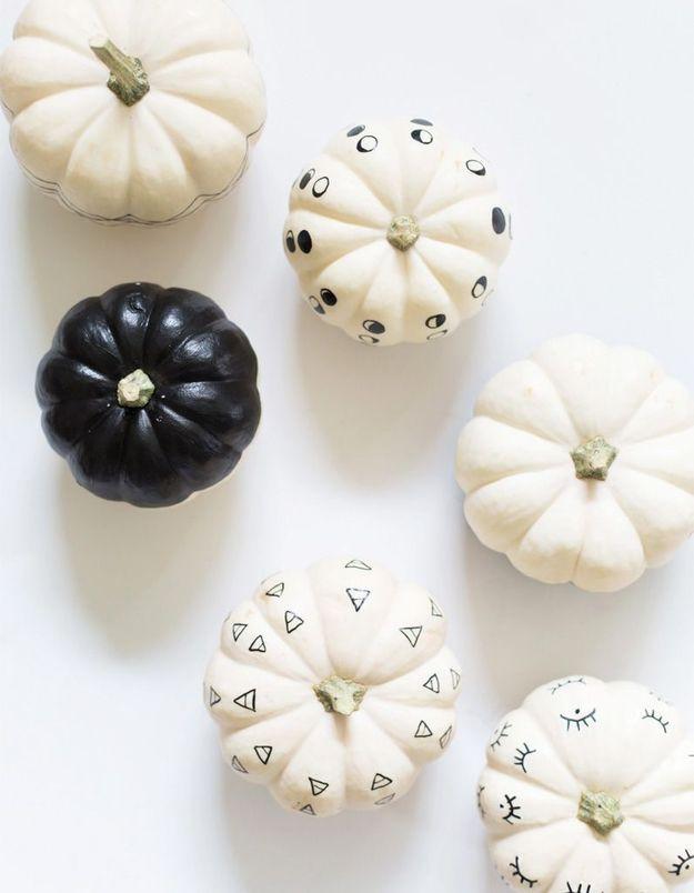 Citrouille noire et blanche pour Halloween