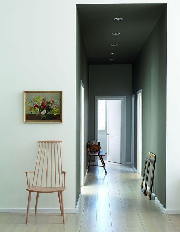 Peindre les murs et le plafond du couloir de la même couleur