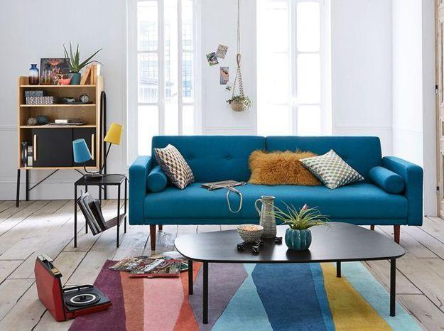 Un salon blanc au style vintage qui fait le plein de couleurs
