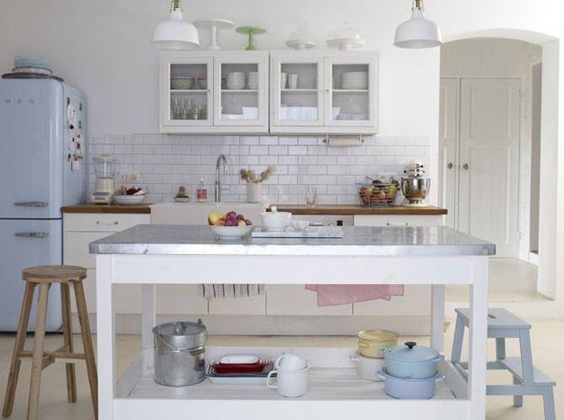 Une cuisine blanche qui s'accorde parfaitement aux teintes pastel