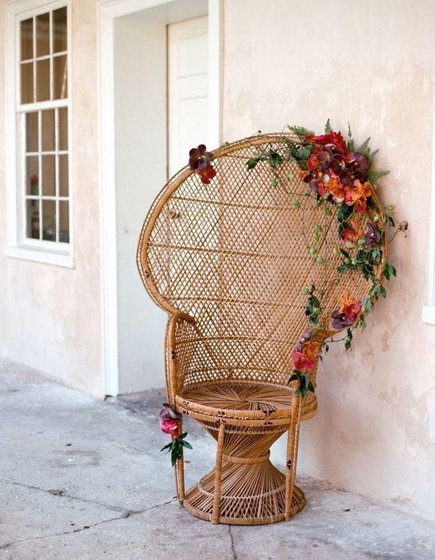 Un fauteuil Emmanuelle fleuri