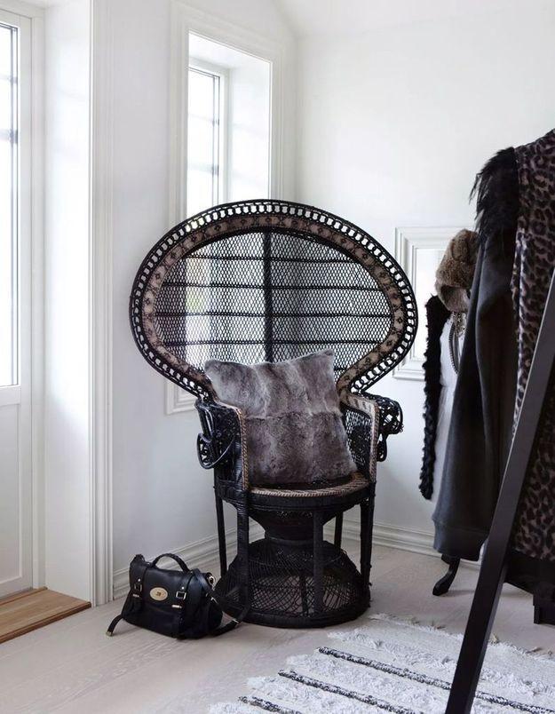 Un fauteuil Emmanuelle noir