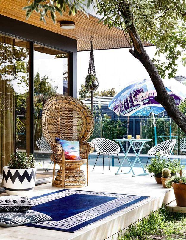 Un fauteuil Emmanuelle qui réchauffe la terrasse