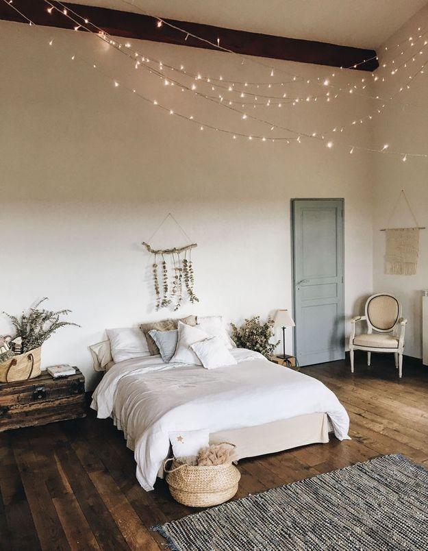 Des guirlandes lumineuses pour un plafond étoilé