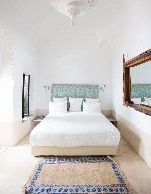 Placer un tapis en bout de lit