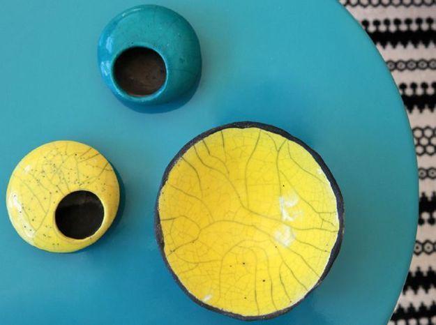 De la vaisselle colorée