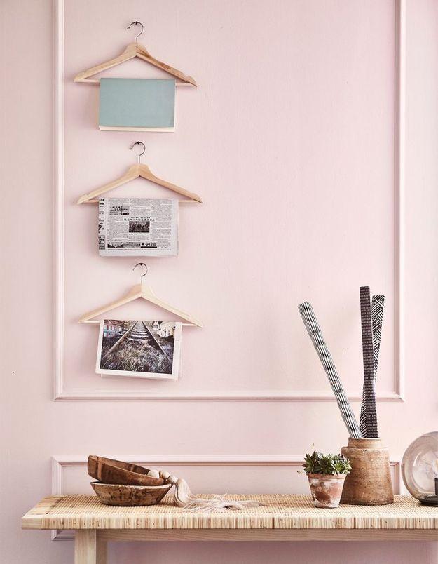 Exposer vos magazines sur des cintres fixés au mur