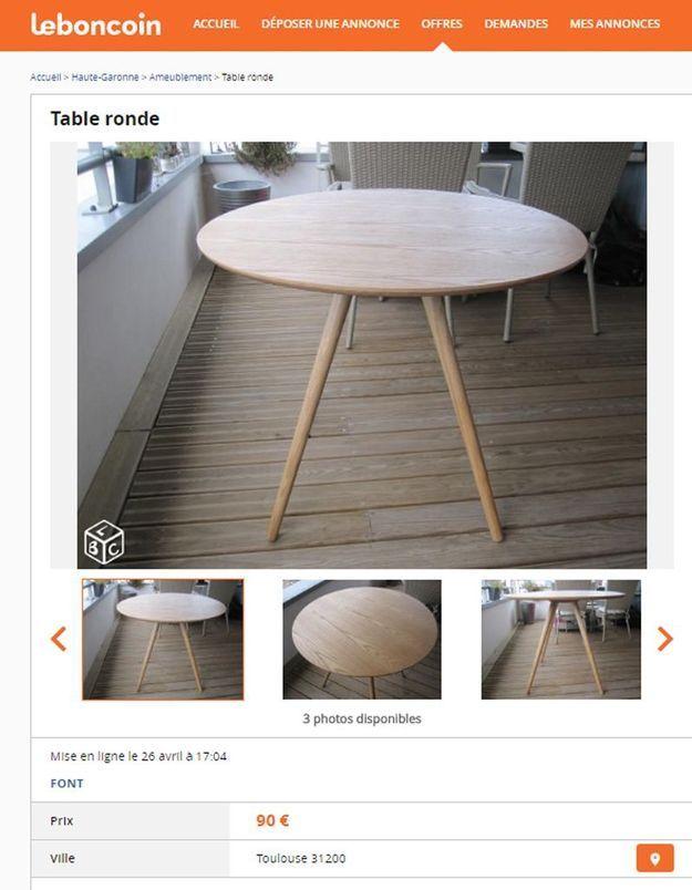 Une table à manger ronde en bois dans les Midi-Pyrénées