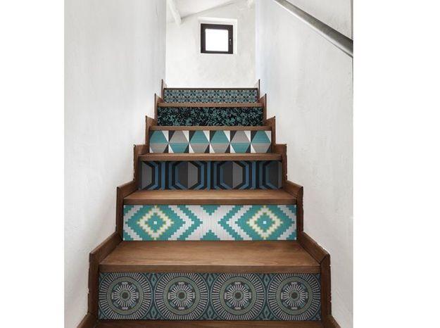 Un escalier graphique et son camaïeu de bleu