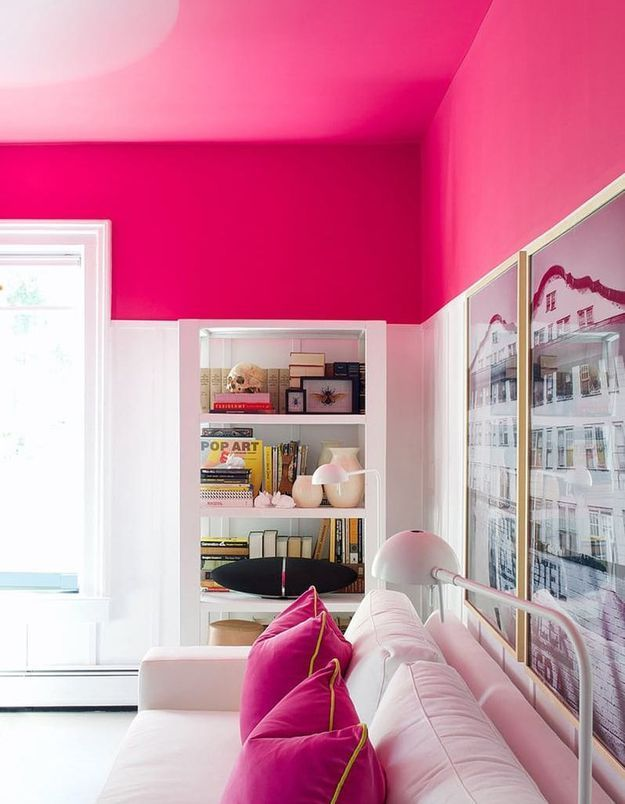 Un plafond rose vif pour une pièce originale et pétillante