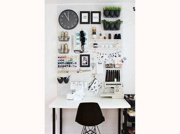 Optez pour une planche perforée dans votre bureau