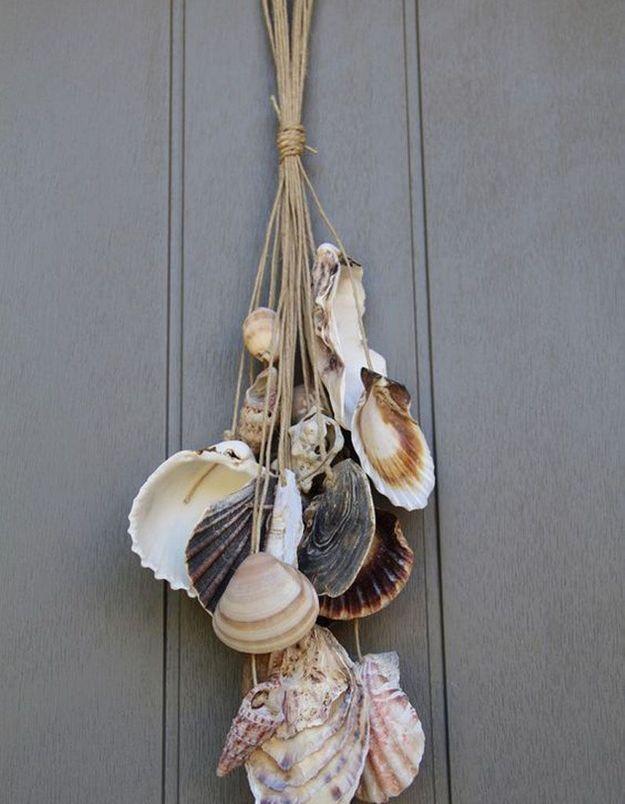 Décorer des poignées de porte avec des suspensions en coquillages