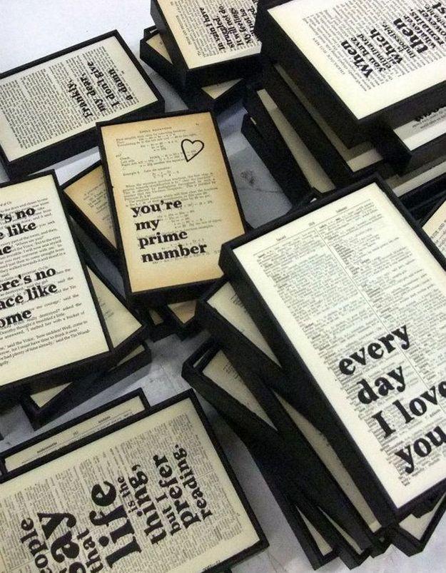 On recycle ses anciens livres pour créer des cadres déco