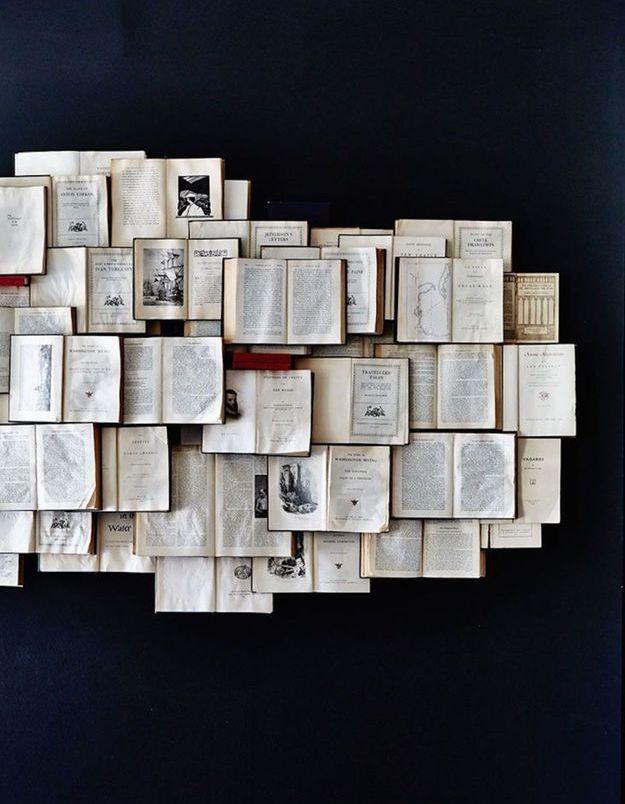 On recycle ses anciens livres pour créer une déco murale