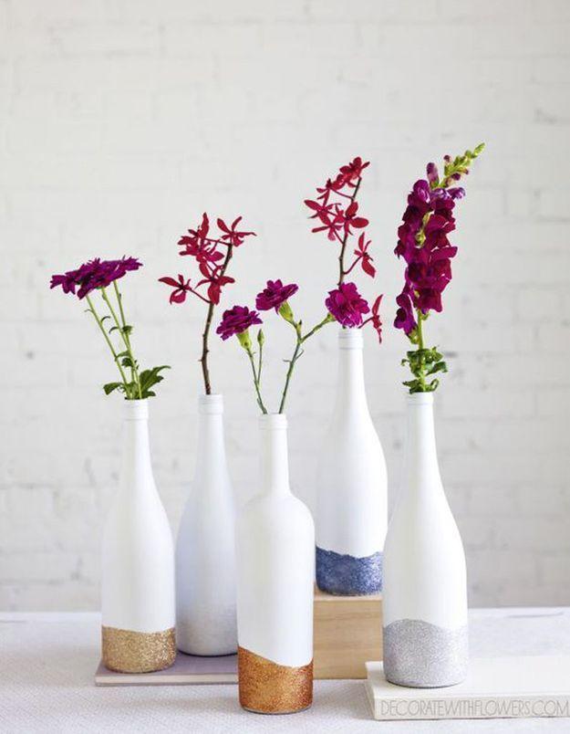 Détourner des bouteilles en verre en soliflore