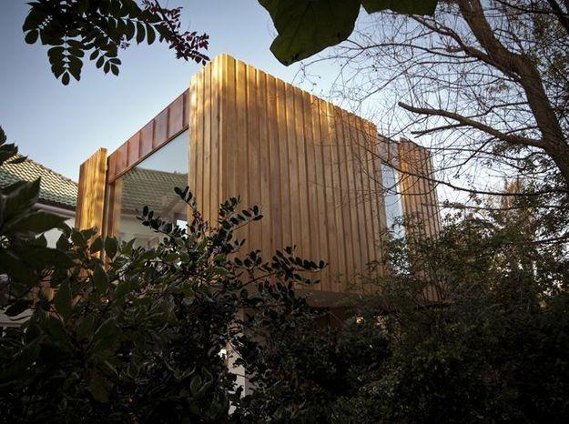 Une extension «néo-cubiste» avec bardage en cuivre