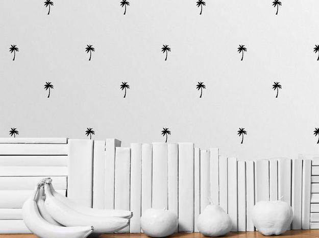 Un papier peint noir et blanc au motif palmier très tendance