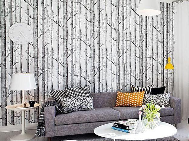 Un papier peint noir et blanc illustration forêt mystérieuse