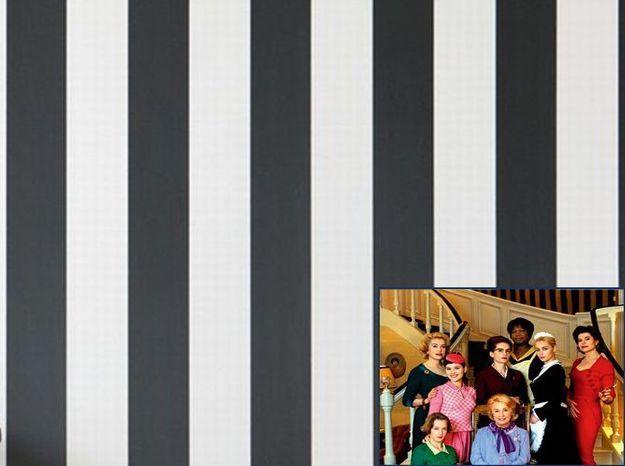 Un papier peint bayadère comme dans 8 Femmes (2001)