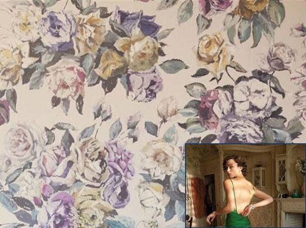 Un papier peint fleuri comme dans Reviens-Moi (2007)