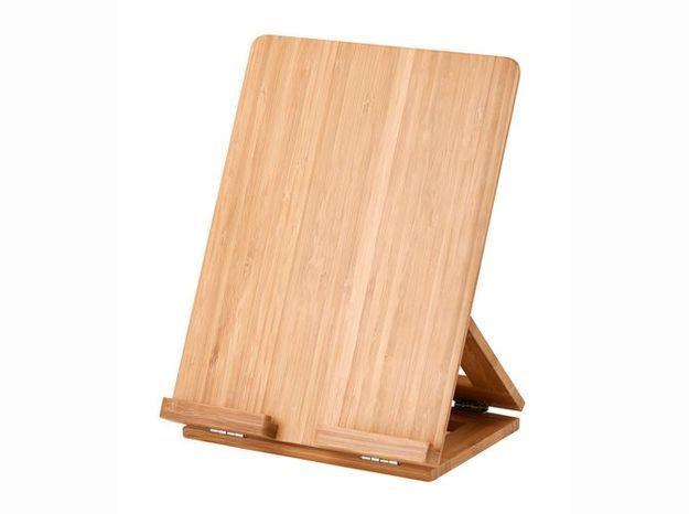 Un support en bois pour tablette
