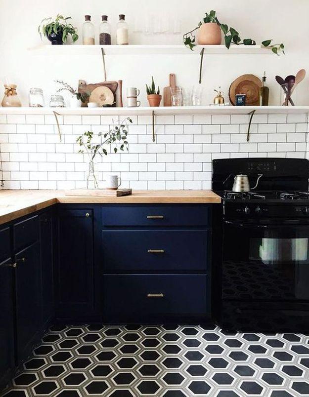 Carreaux de ciment de forme hexagonale dans la cuisine