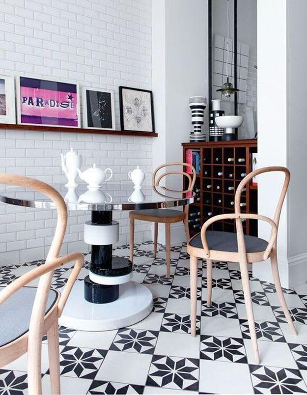 Carreaux de ciment stylés dans la salle à manger
