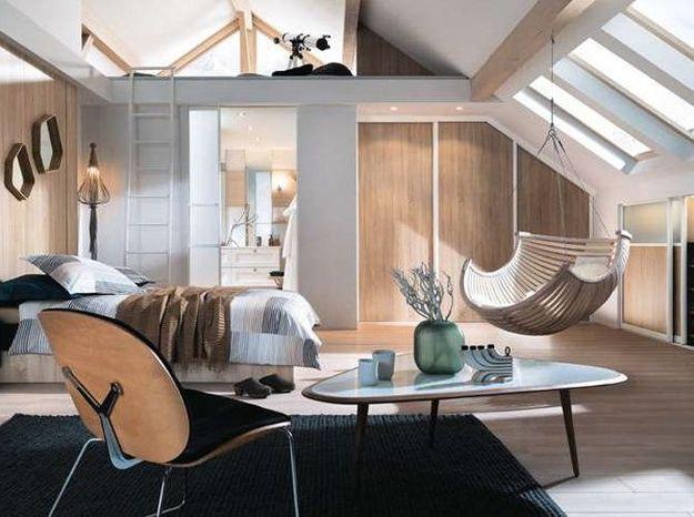 Chambre avec mezzanine sous les combles