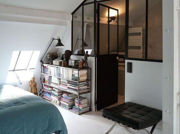 Chambre sous les combles avec verrière