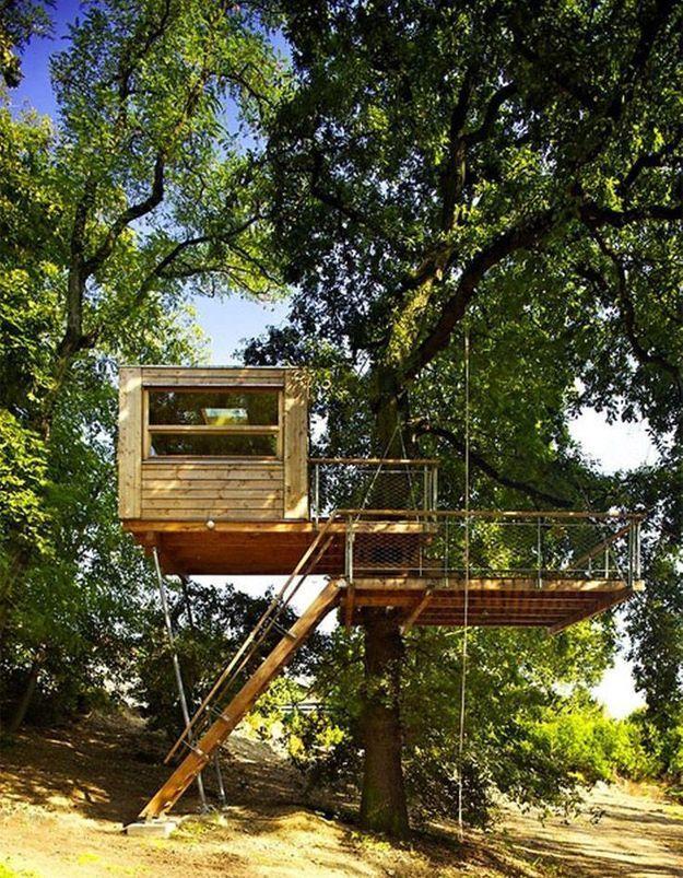 Une cabane d'architecte avec deux terrasses